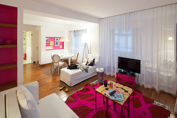 J-Plus-Hotel-by-YOO—Pink-Suite-Living-Area